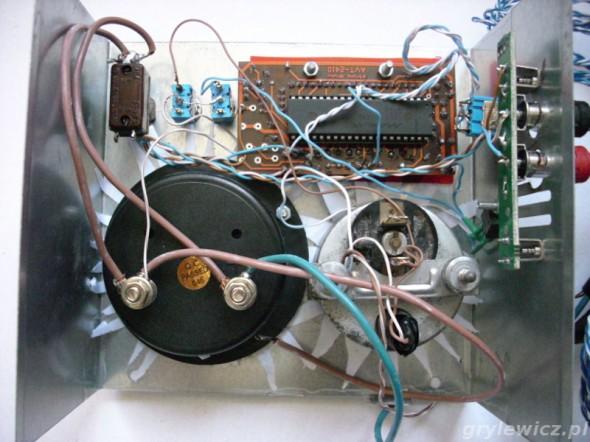 Połączenia modułów zamontowanych w panelu