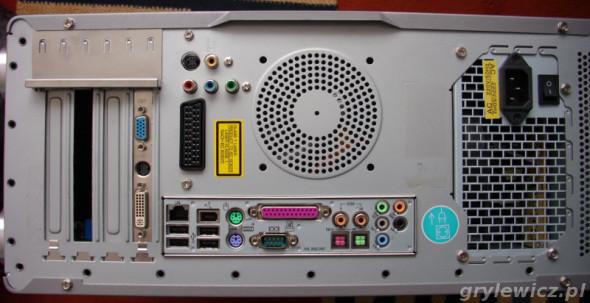 Gniazda w komputerze Medion