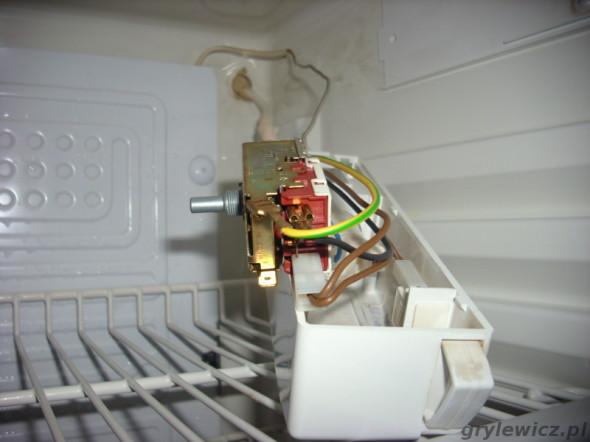 Demontaż termostatu w lodówce