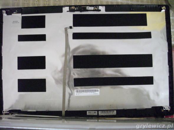 Wykręcenie pokrywy w notebooku