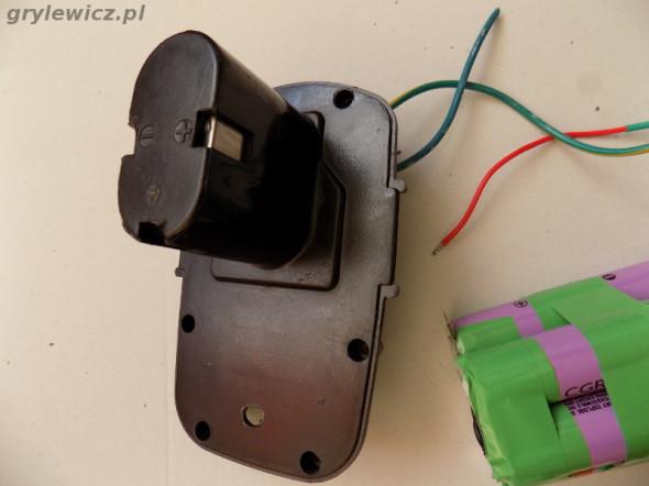 Konektor baterii