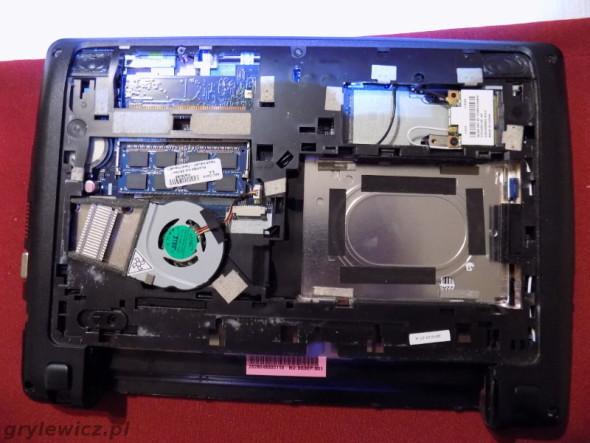Demontaż tylnej klapy w Acer Aspire One