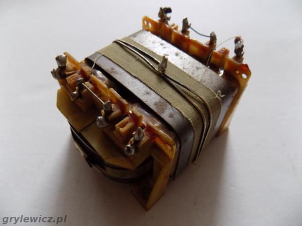 Transformator sieciowy z rdzeniem O
