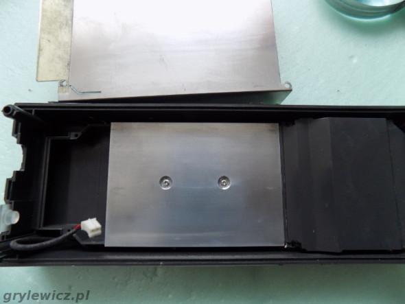 Przykręcony czysty radiator