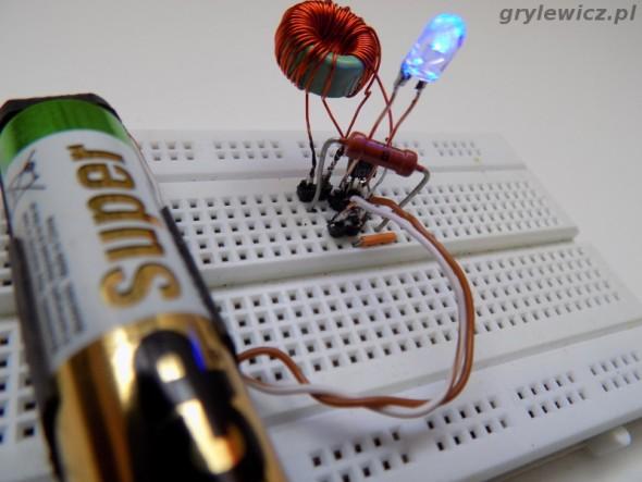 Złodziej dżuli i niebieski LED