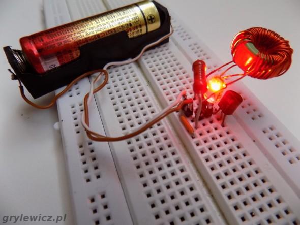 Złodziej dżuli z czerwonym LED