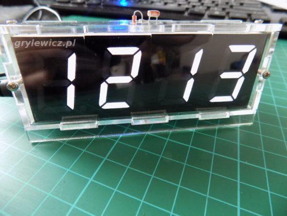 Zmontowany zegar w obudowie