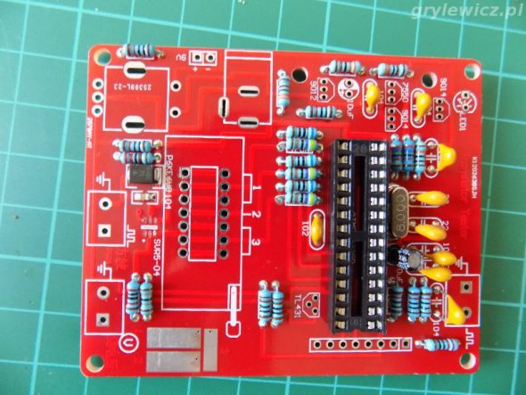 kondensatory i rezonator w testerze